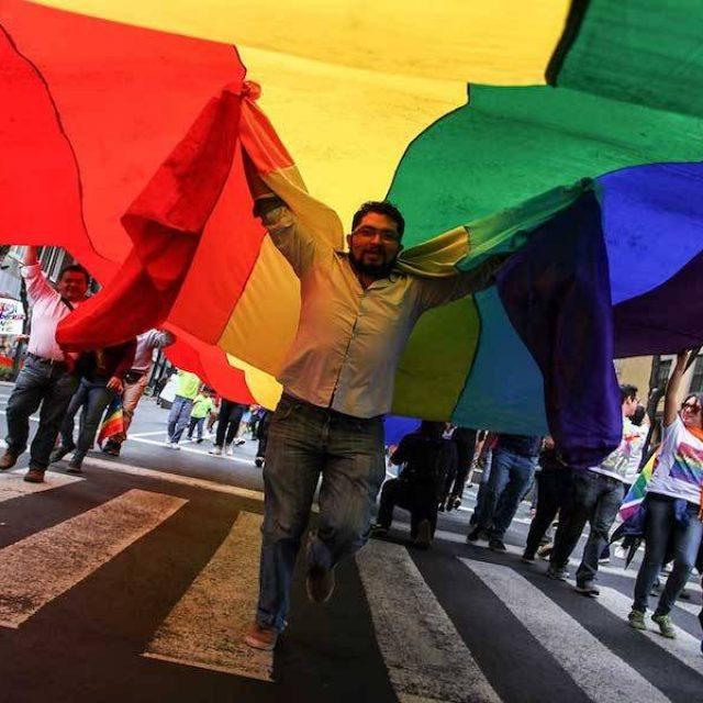 Senado va contra terapias para 'curar' homosexualidad