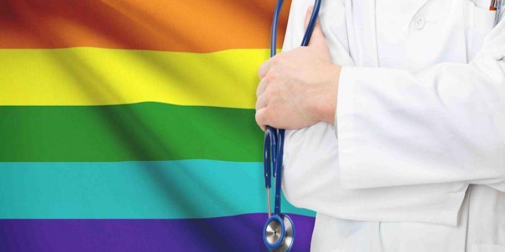 Médicos podrán negarse a atender comunidad LGBT en Nuevo León