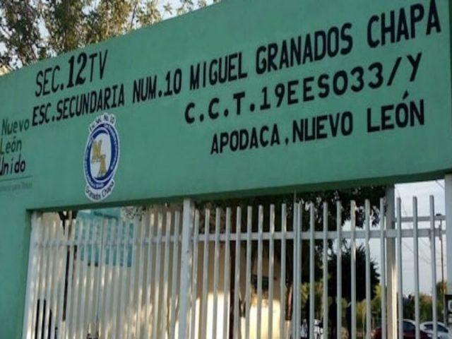 En secundaria de Apodaca, expulsan a menor porque vive con tío homosexual