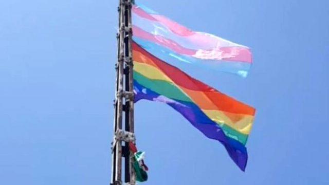 Colocan banderas LGBT en el Cerro de la Silla