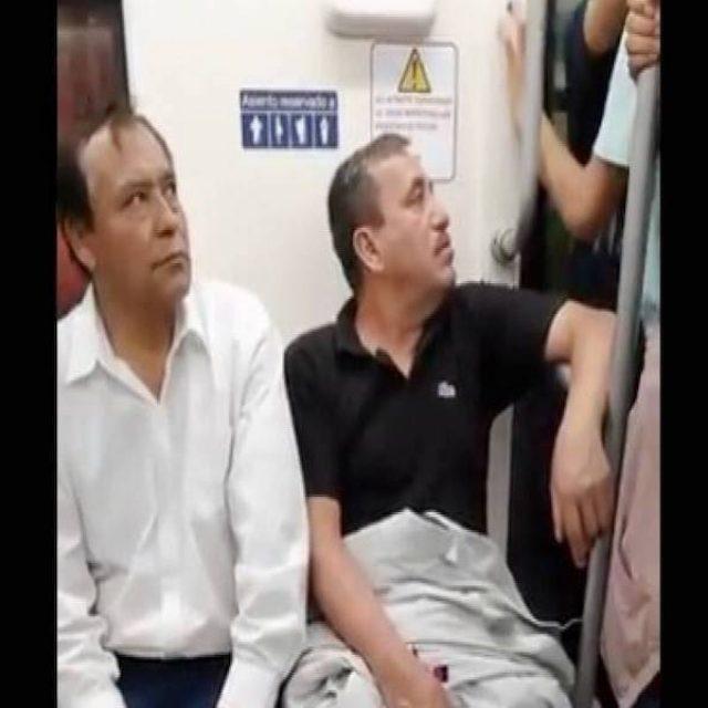 Beso de pareja gay incomoda a usuarios del Metro de Monterrey